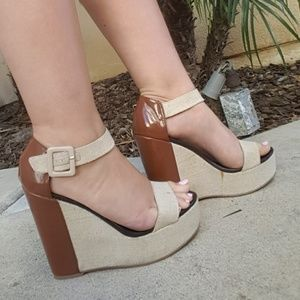 QUPID 5.5 inch Ankle Strap Heels size 9